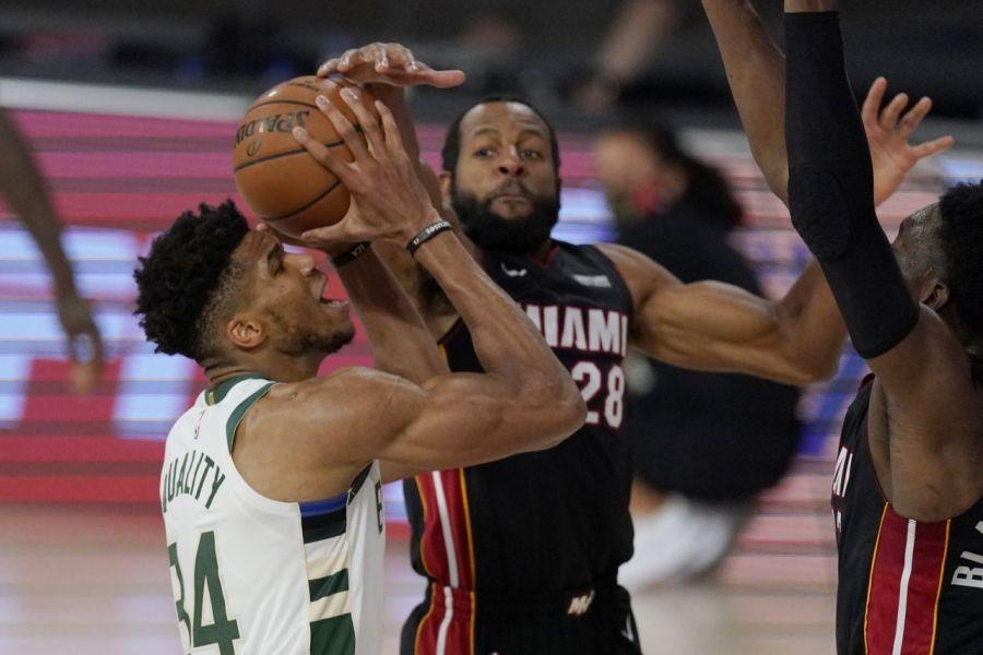 , NBA: Πάλεψε μόνος του ο Γιάννης, 3-0 οι Χιτ (βίντεο)