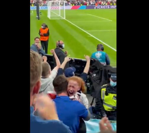 , Euro 2020: Πιτσιρίκα ξετρελάθηκε όταν ο Μάουντ της έδωσε τη φανέλα του (video)