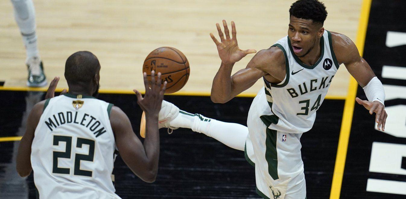 , Τελικοί NBA: Δεν αρκούσε ο Αντετοκούνμπο για τους Μπακς – Ήττα από τους Σανς στο πρώτο παιχνίδι