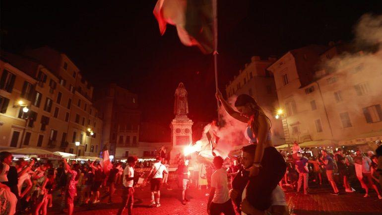 ", ""Kάηκε"" η Ιταλία για την κούπα – Ολονύκτιοι πανηγυρισμοί για το θρίαμβο στο Euro (φωτ.& βίντεο)"
