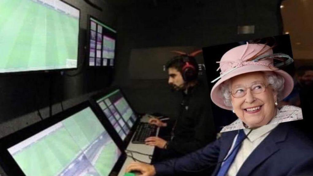 , «Πάρτι» στα social media για το πέναλτι του Στέρλινγκ: «Στο VAR ήταν… η βασίλισσα της Αγγλίας!»