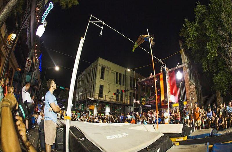 , Στην κεντρική πλατεία Καλαμάτας την Άνοιξη του 2022 το διεθνές μίτινγκ στο άλμα επί κοντώ