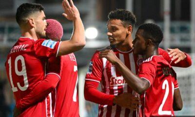 , Super League: Καλοδέχτηκε το δώρο ο Ολυμπιακός – Τριάρα η ΑΕΚ στο ντεμπούτο Γιαννίκη